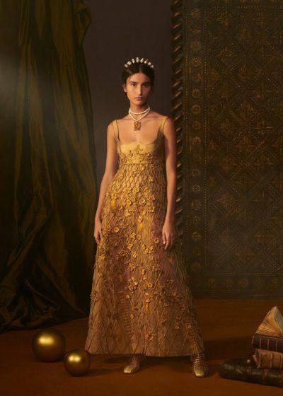 NUK DO E BESONI/ Për këtë fustan Dior Haute Couture u deshën 800 orë punë (FOTOT)