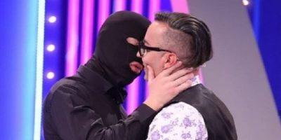 """""""PJESHKËROHEN SI FEMRAT""""/ Ja kë djal të """"Për'puthen"""" zgjedh Elton Ilirjani për takim: Është i pashëm…"""