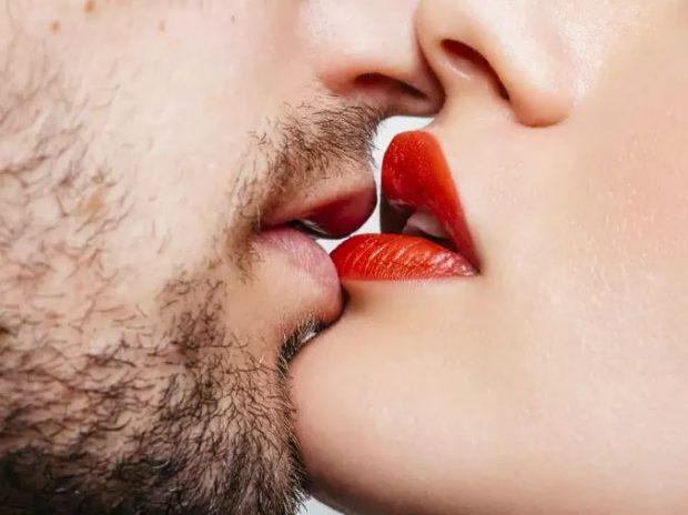 MUND TË JENI DHE JU/ Këto janë 4 shenjat e horoskopit që dinë të puthin më mirë
