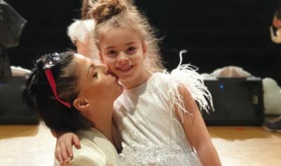 """""""KEÇEN MAMA…""""/ Aurela Gaçe sapo na tregoi talentin e ri të Graçes dhe është shumë krenare për të (FOTO)"""