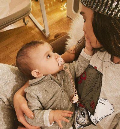 """""""DRITA E SYVE TË MI…""""/ Jonida Vokshi i dedikon fjalë zemre së bijës për 8-mujorin e lindjes (FOTO)"""