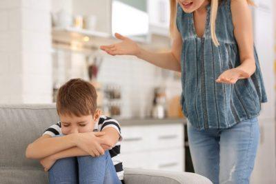 KUJDES! Këto shprehje nuk duhet t'ua thoni kurrë fëmijëve tuaj