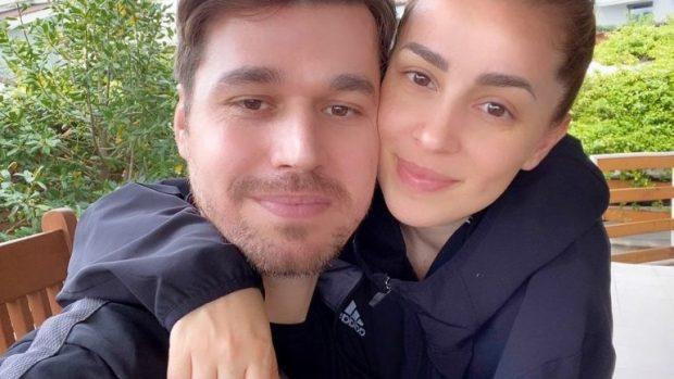 """""""TË DUA SHUMË…""""/ Albani dhe Miriami festojnë sot 14 jetorin së bashku, këngëtarja i dedikon fjalë romantike"""