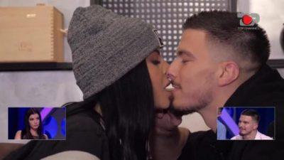NUK I REZISTON DOT/ Jasmina poston FOTON e veçantë duke u puthur me Andin