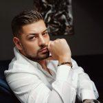 """EDHE SI MODEL/ Andi i """"Për'puthen"""" protagonist në videoklipin e këngëtares shqiptare"""