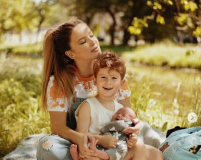 """""""ZEMRA IME…""""/ Tuna publikon për herë të parë portretin embël familjar me dy djemtë e saj (FOTO)"""