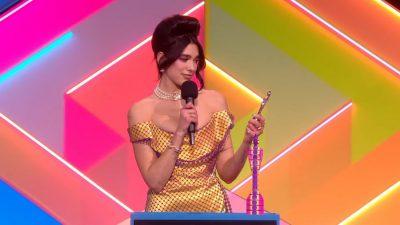 """E PANDALSHME DREJT SUKSESIT/ Dua Lipa fiton dy çmimet e mëdha në """"Brit Awards"""""""
