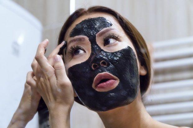 MUN TA PËRGATISNI NË SHTËPI/ Kjo maskë është shpëtim kur zgjoheni me lëkurë të acaruar