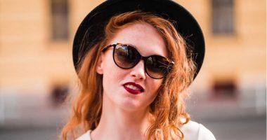 PËR ADHURUESET E MODËS/ Këto janë trendet e syzeve të diellit që do t'i shihni kudo gjatë verës
