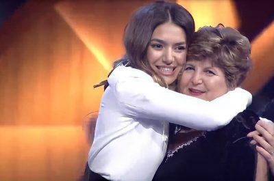 """""""E SHTRENJTA IME…""""/ Mamaja e Elvanës feston ditëlindjen dhe ajo i bëri dedikimin më të bukur"""