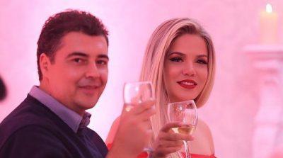 """DALIN PAMJET E DASMËS/ Nipi i Enverit """"zgjidh thesin"""", unazë mbi 20 mijë euro për Rezarta Shkurtën (FOTO)"""