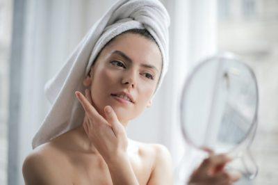 SI TË RUANI LËKURËN GJATË VAPËS? Ndiqni këshillat nga dermatologët