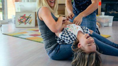 MOS E PËRSËRISNI/ Këto veprime të përditshme lëndojnë fëmijët pa e kuptuar