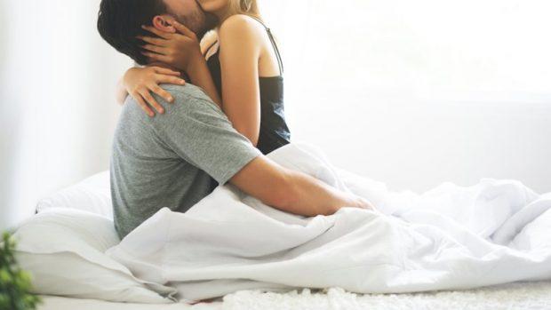 VËMËNDJE/ Ja çfarë duhet të bëni nëse keni dyshime se partnerja po shtiret në shtrat