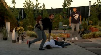 """ÇFARË NDODHI? Ish-banori i """"Big Brother"""" rrëzohet pa ndjenja në tokë gjatë transmetimit live (VIDEO)"""