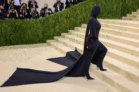 """ALIENË E KUAJ/ Veshjet më të çuditshme në """"Met Gala 2021"""", kryeson Kim Kardashian (FOTOT)"""