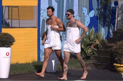TË VESHUR ME PESHQIRË/ Kledi dhe Donaldi bëjnë sflilatë mode buzë pishinës dhe na shkrinë së qeshuri