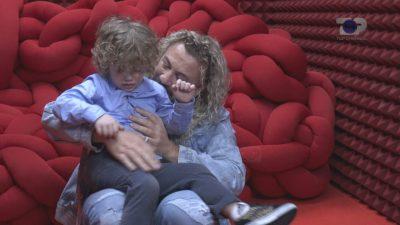 """""""MË KENI LUMTURUAR…""""/ Sabiani surprizohet nga fëmijët, prezanton publikisht djalin e tij"""