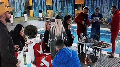 """""""VËLLAI E KISHTE 4 NETË NË SHTRAT DHE NUK…""""/ Donaldi, Sheila dhe Paloma ngacmojnë Arditin për Beniadën"""